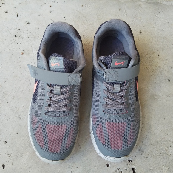 92127615e36eb8 Unisex Nike Flyease Sneakers size 4.5Y